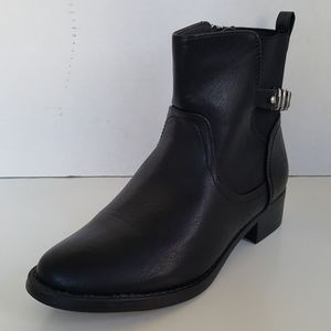 Catherines Black Womens Zip Ankle Boots